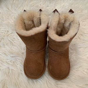 Toddler girl bailey bow ugg boots size 8